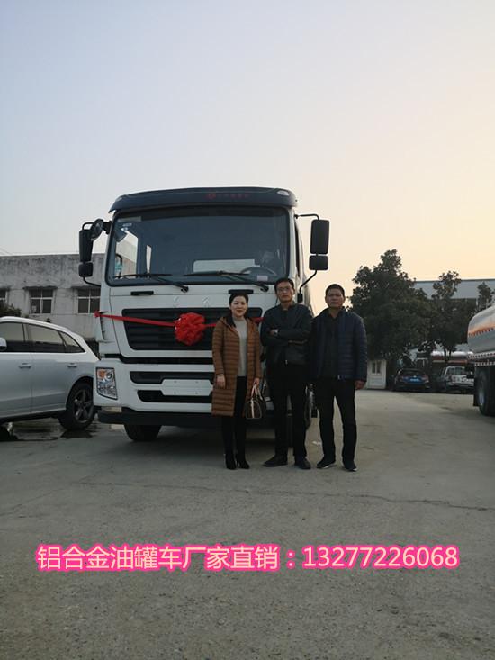 国五东风8*2食用油运输车发往山东